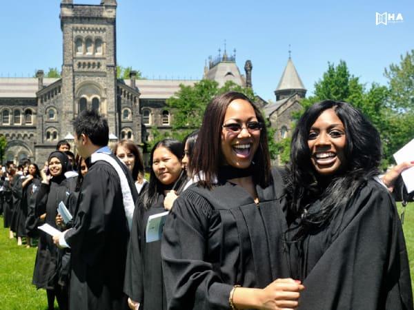 Các học bổng Đại học Toronto Canada 2020