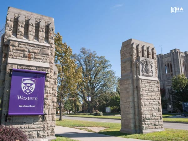 Học bổng University of Toronto Awards for international student