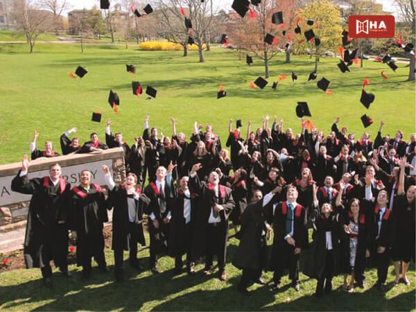 Học phí & Học bổng Acadia University