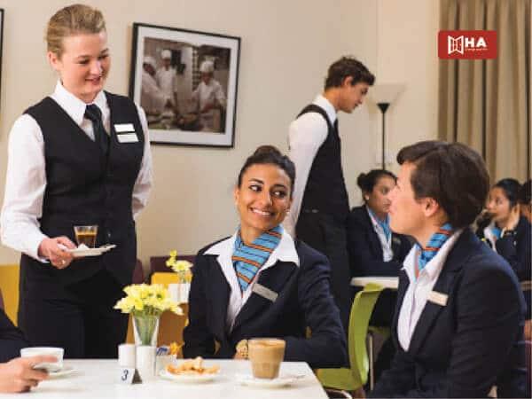 Triển vọng việc làm của ngành Quản trị Du lịch Khách sạn