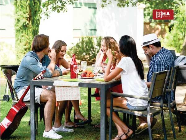 Chia sẻ thông tin từ gia đình, bạn bè và người quen