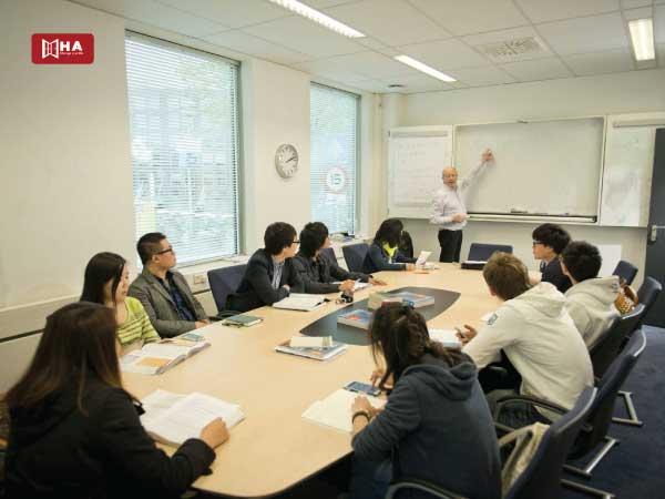 Chương trình đào tạo University of Amsterdam