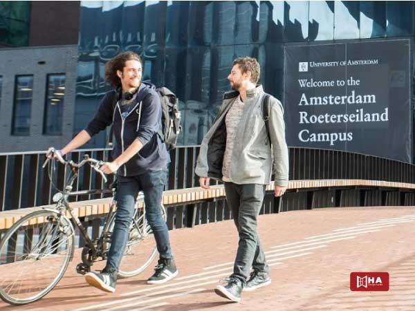 Học phí đại học Amsterdam