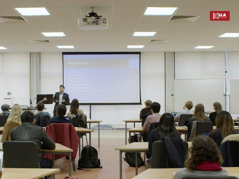 Chương trình đào tạo University of Bristol